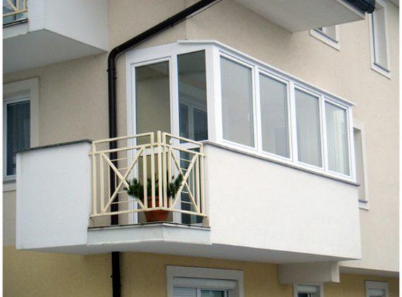 Zasteklitev balkona